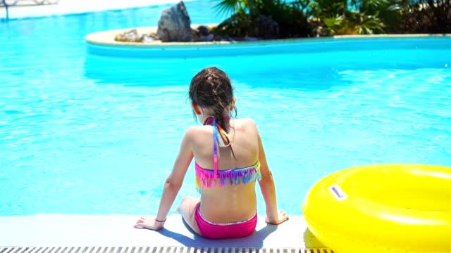 liten flicka med uppblåsbara gummi cirkel i poolen - inflatable ring bildbanksvideor och videomaterial från bakom kulisserna