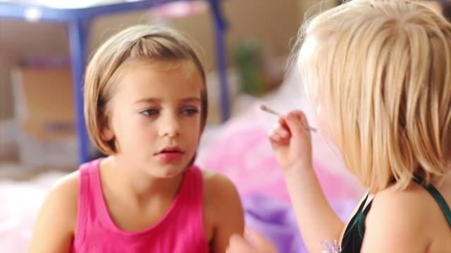 Little girls look glamourous video