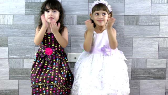 little girls sending a kisses - blåsa en kyss bildbanksvideor och videomaterial från bakom kulisserna