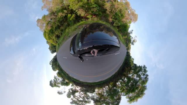 little planet-brezilya yol dağı 'nda araba - mountain top stok videoları ve detay görüntü çekimi