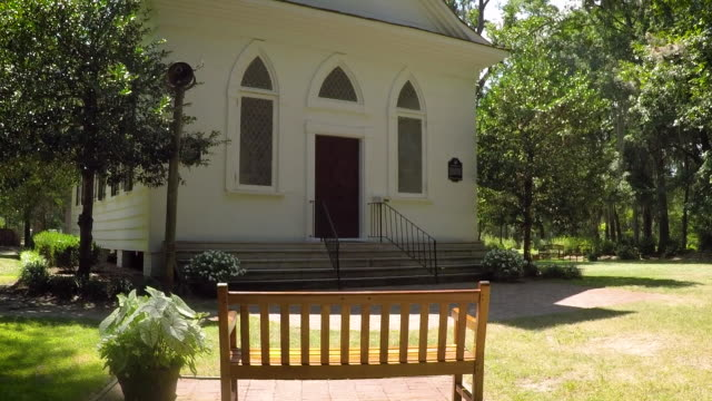 vídeos de stock, filmes e b-roll de little branco capela - batismo