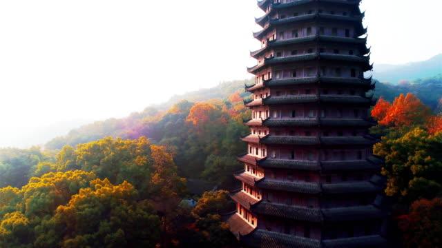 ドローンで臨場秋に六和塔 - 仏塔点の映像素材/bロール