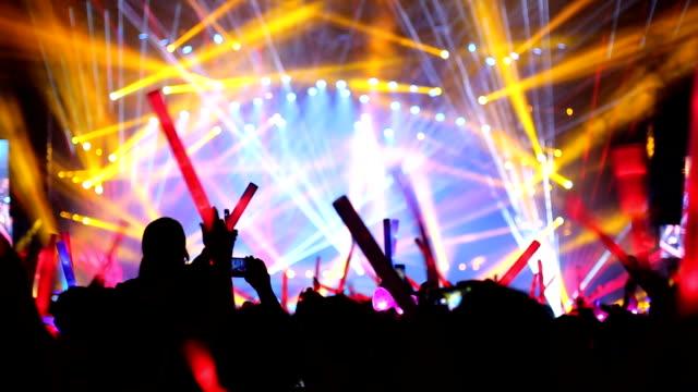 夜のライブ イベント - 観客点の映像素材/bロール