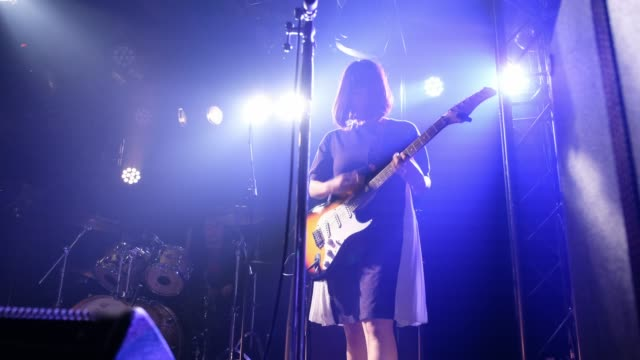 live rock band show in tokio japan - gesangskunst videos stock-videos und b-roll-filmmaterial