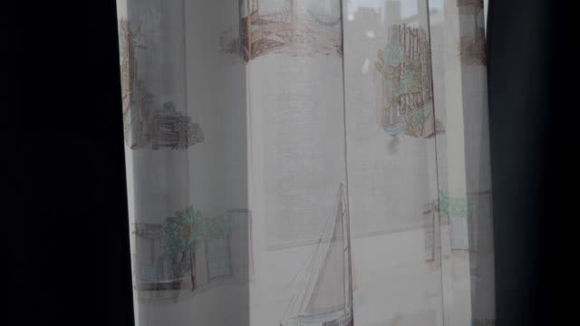 vídeos de stock e filmes b-roll de living room with curtains on window, white transparent curtain moved by the wind - obras em casa janelas