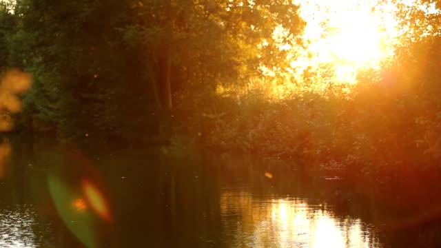 ランゴスレン運河に沈む夕日 - はしけ点の映像素材/bロール