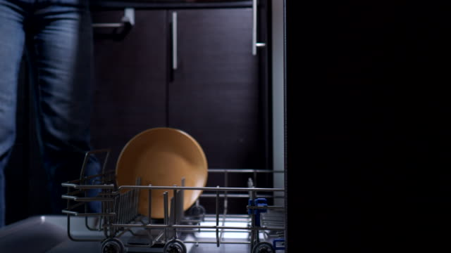Loading dishes to a dishwasher video