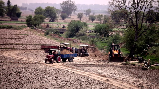 JCB loading tractor video