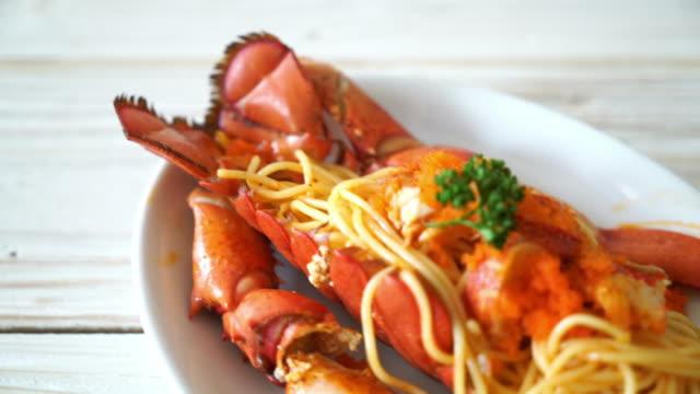 lobster spaghetti with shrimp egg - granchio video stock e b–roll