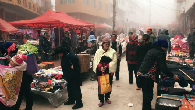 lokalen Markt am Morgen in Yuanyang china – Video