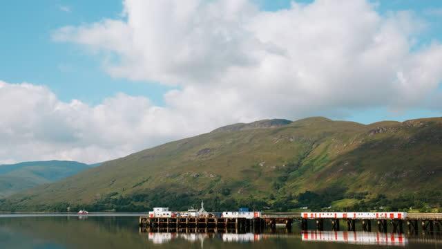 loch linnhe e fort william, highlands scozzesi, regno unito - fort william video stock e b–roll