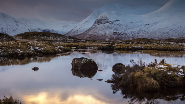 loch nah-achlaise, rannoch moor - time lapse - glencoe lochaber video stock e b–roll