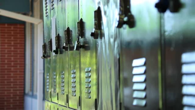 vídeos de stock, filmes e b-roll de armários - armário com fechadura