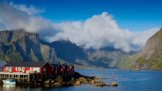 vídeos de stock e filmes b-roll de lofoten islands in norway - reine