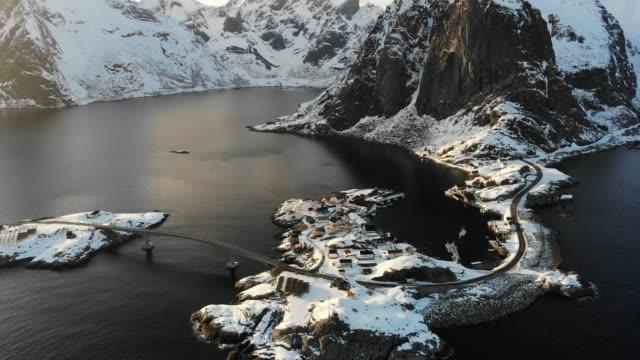 vídeos de stock e filmes b-roll de lofoten landscape, norway - reine