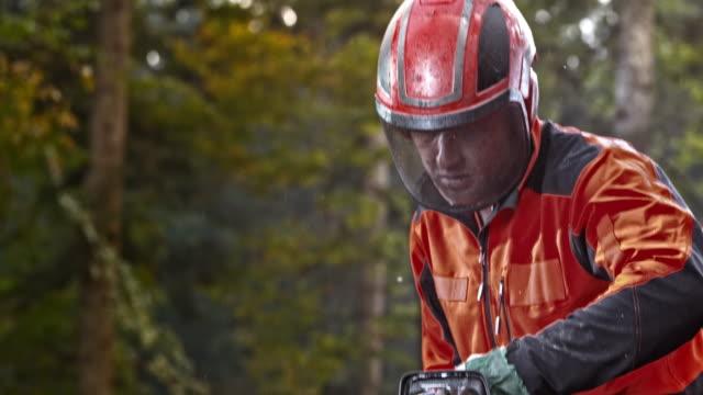 slo mo logger starting a chainsaw - motosega video stock e b–roll