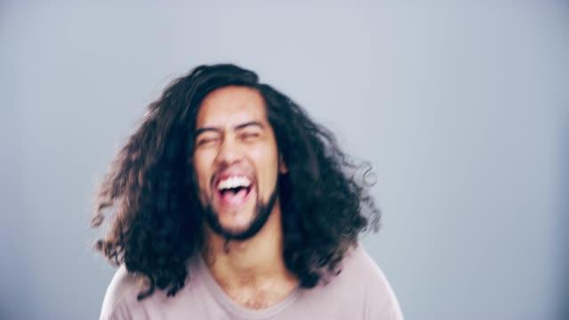 vídeos de stock e filmes b-roll de i lolled so hard - cabelo comprido