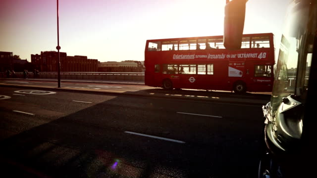london bridge nelle ore di punta - london bridge inghilterra video stock e b–roll