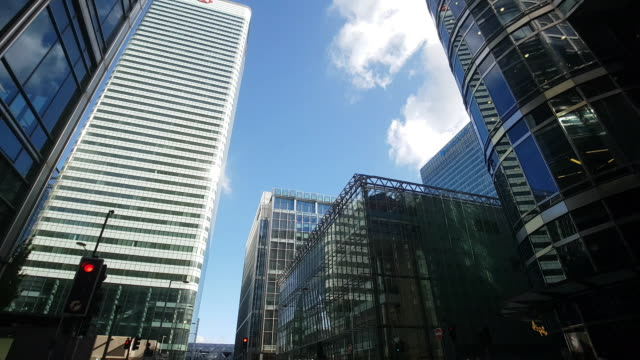 stockvideo's en b-roll-footage met london canary wharf upper bank street - financieel district