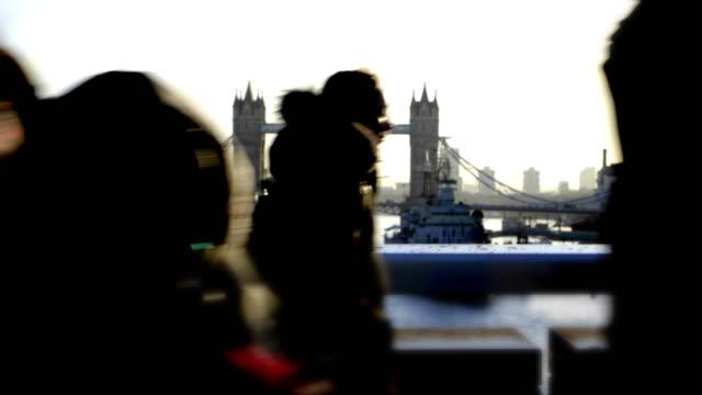 london pendlare. kort loopable video. sm. - brexit bildbanksvideor och videomaterial från bakom kulisserna