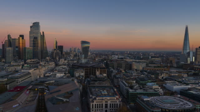 London financial district skyline, day to night - 4k time-lapse (panning)