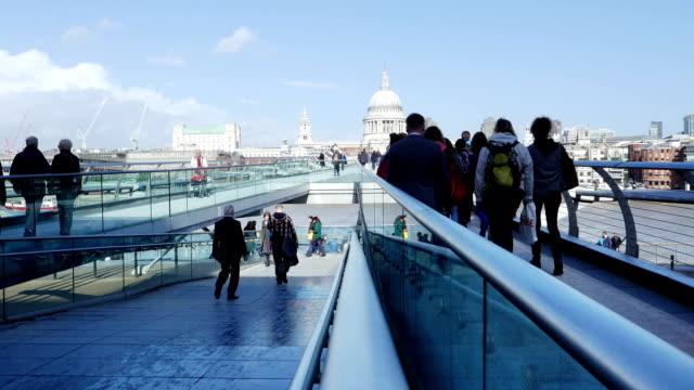 London Millennium Bridge und der St Paul's Cathedral (4 k UHD zu/HD) – Video
