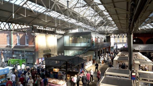 ロンドン オールド スピタルフィールズ マーケット - 展示点の映像素材/bロール