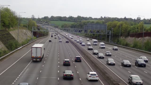 m25 london orbital motorway near junction 17, chorleywood - autobahn video stock e b–roll