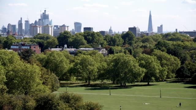 Londoner Primrose Hill und städtischen Skyline aus dem Norden – Video