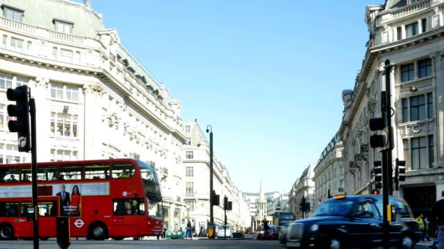 vidéos et rushes de london regent street nord vu de oxford circus - nord