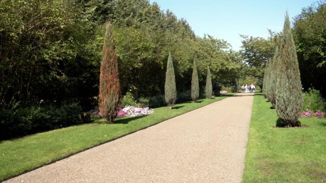 London Regent es Park Avenue Gardens – Video