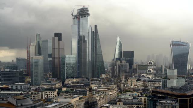 London Skyline am dunklen Tag – Video