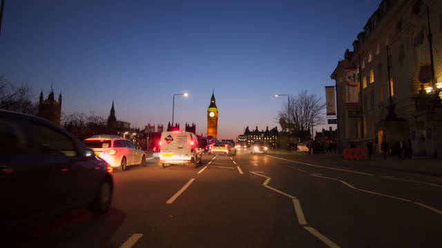 London, Traffic on Westminster bridge - vídeo