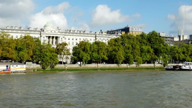 POV London Waterloo Bridge und dem Somerset House – Video