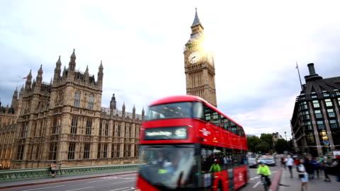 vidéos et rushes de londres avec big ben et westminster bridge - tourisme