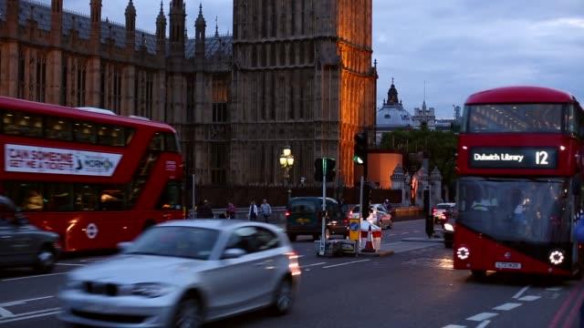 夕暮れ時のウェストミンスター橋とロンドン ビデオ
