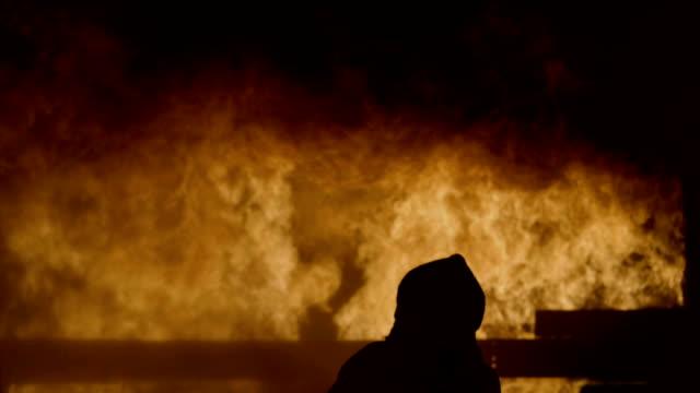 ensam brandman - släcka bildbanksvideor och videomaterial från bakom kulisserna