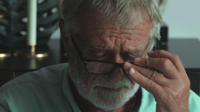 einsamer alter mann - geduld stock-videos und b-roll-filmmaterial