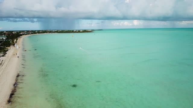 stockvideo's en b-roll-footage met long bay beach turks en caicos aerial kiteboarders - grace bay
