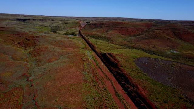 長い貨物列車空中写真からの輸送 - オーストラリア点の映像素材/bロール