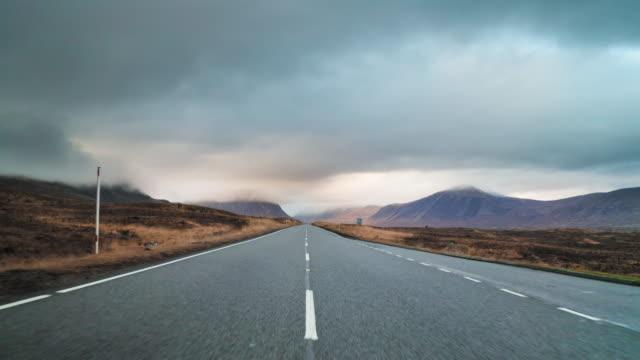 long country road in the scottish highlands - długi filmów i materiałów b-roll