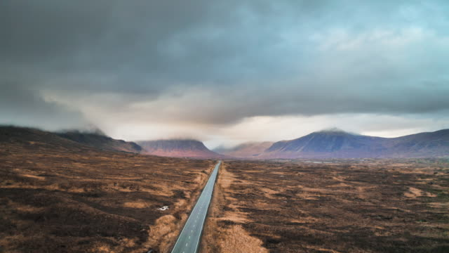 long country road in the scottish highlands - highlands scozzesi video stock e b–roll
