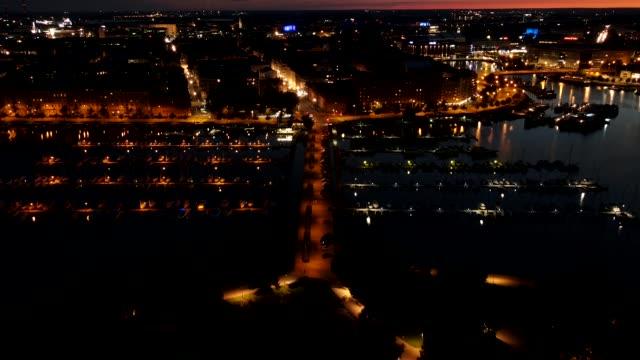 lång exponering nattfångst av helsingfors stad - drone helsinki bildbanksvideor och videomaterial från bakom kulisserna