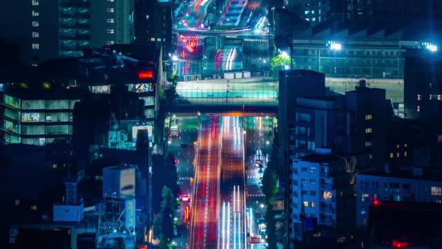 vidéos et rushes de 4k long exposure night traffic timelapse pris de roppongi hills mori tower, tokyo, japon - route surélevée