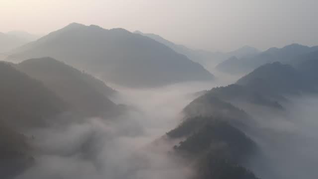 longji terrassenfeldern bei longsheng, guilin, china - guilin stock-videos und b-roll-filmmaterial
