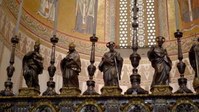 シチリア島パレルモの大聖堂の聖人の像の外観します。 - モンレアーレ点の映像素材/bロール