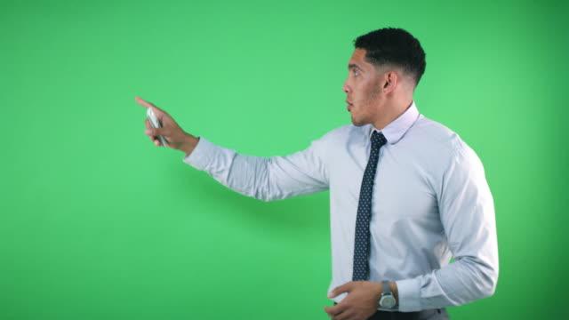 vídeos de stock e filmes b-roll de looking ahead further this week... - weatherman
