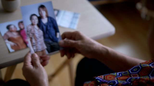 家族の写真をお探しですか - 郷愁点の映像素材/bロール