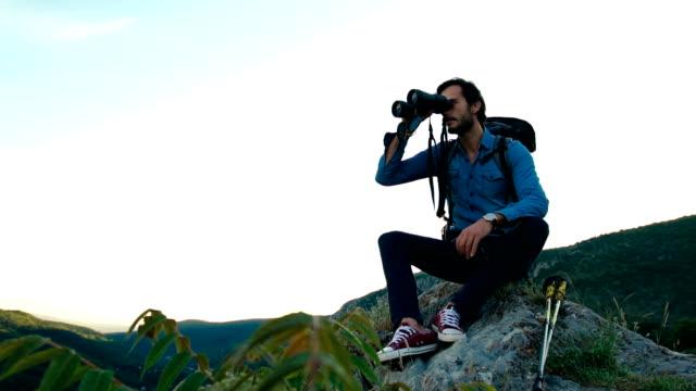 tittar på utsikten - bergsrygg bildbanksvideor och videomaterial från bakom kulisserna