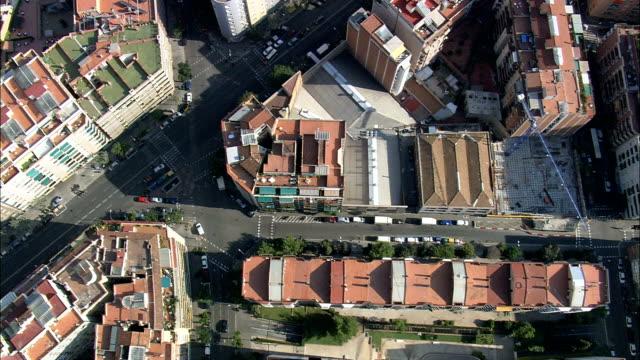 Regardant vers le bas sur Barcelona-Vue aérienne de la Catalogne, Barcelone, Espagne - Vidéo